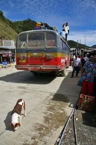Avtobusi v odročnejših delih Filipinov so v zelo slabem stanju