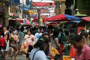 Kaotična tržnica v Manili