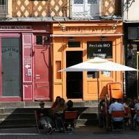 V restavraciji Creperie Paysanne strežejo tradicionalne bretanske palačinke (crepes) in kabolčnik (cidre)