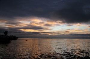 Pogled na večerno nebo s terase hotela Capana Bay v Calapanu na Filipinih