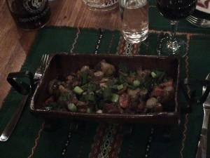 Mešano meso z zelenjavo v restavraciji Kaštite v Sofiji