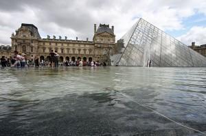 Muzej Louvre v Parizu