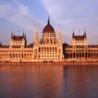 Stavba madžarskega parlamenta v Budimpešti