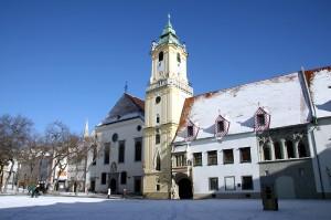 Arhitekturni mišmaš stare mestne hiše v Bratislavi