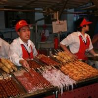 Nočna tržnica s hrano Donghuamen