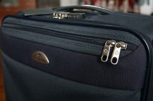 Potniki v ekonomskem razredu lahko v kabino letala vzamejo en manjši kos ročne prtljage
